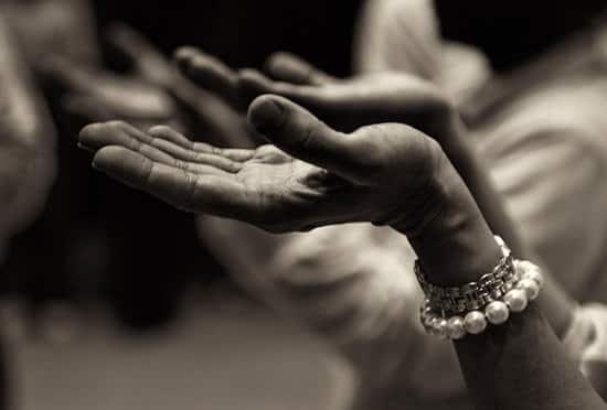 fe, manos