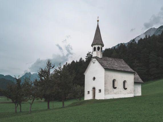 iglesia en el campo